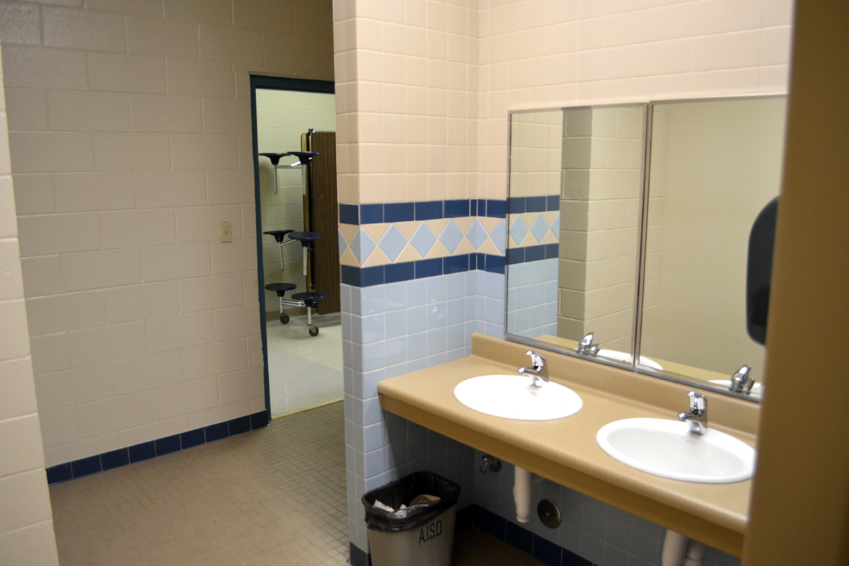 Austin isd barton hills elementary bailey middle for Bathroom photos of ladies